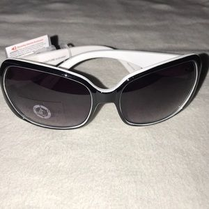 e15c484dba1a Juicy Couture Accessories - Juicy Couture Black/White 'Jigsaw' sunglasses  NWT